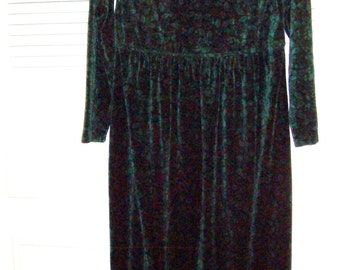 Dress 12.  L L Bean Maxi Velour Rich Green  Dress, Size 12  Here For Your Fall Wardrobe  - Lovely !