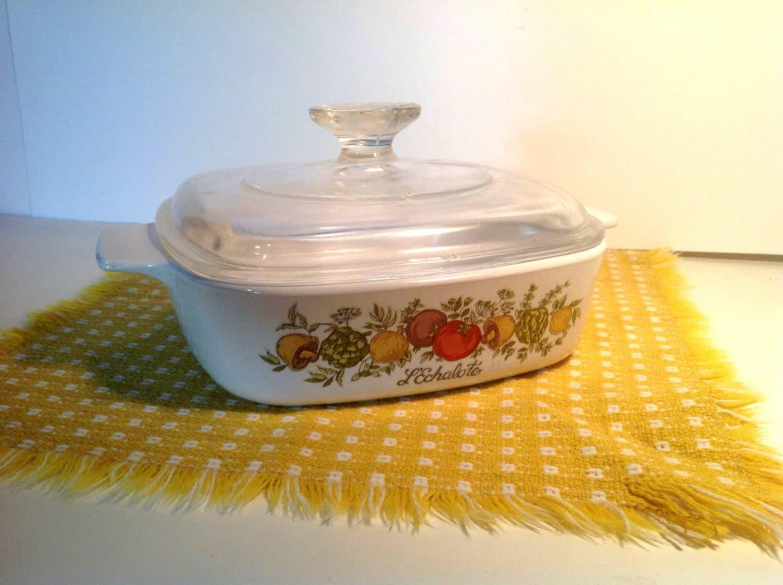 vintage pyrex casserole dish and glass lid pyrex spice of. Black Bedroom Furniture Sets. Home Design Ideas