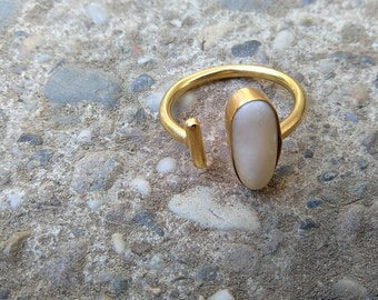 Beach pebble adjustable ring size 7 gold plated brass from Croatia / luderuke