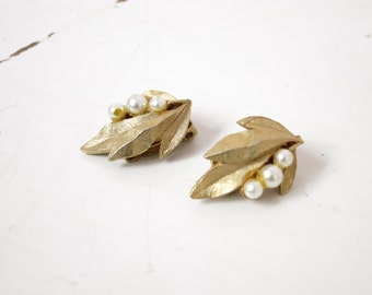 1960s Faux Pearl & Gold Leaves Clip On Earrings