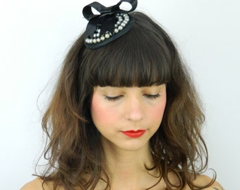 Fascinator Headpiece with Satin Bow and Pearls - Cocktail Party Hat, Wedding Hat, Evening Fascinator, Hen Night Statement Hair Accessory