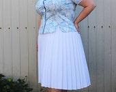 Plus Size - Vintage Blue & White Floral Peplum Blouse (Size 14/16)