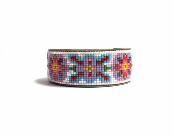 Floral bead loom bracelet cuff - friendship bracelet, loom bracelet, vintage bracelet, hippie bracelet, boho bracelet, floral bracelet