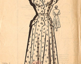 The American Weekly 3908 Vintage 1940s Mail Order Dress with Scallop Detail Size 42