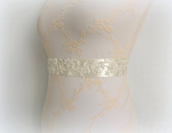 Ivory bridal sash. Floral lace sash. Embroidered wedding sash belt.
