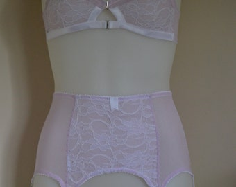 Suspender Garter Belt, 6 Y-strap, Lilac and White Lace, Vintage Retro Style