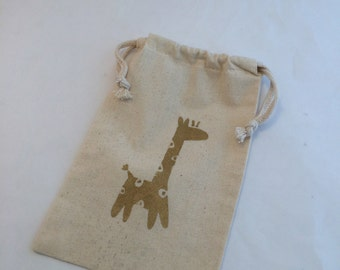 Giraffe Favor Bags: Muslin Bags With GiraffeDesign; Safari Party hand painted drawstring bag