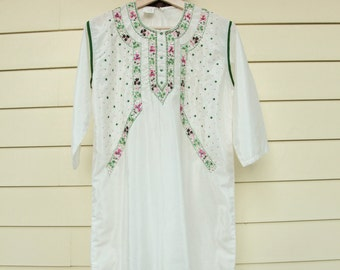 """Vintage Indian Tunic/Handmade Charming Brand Tunic/Sequined Indian Tunic/White Tunic/Size Med/42""""Long/21""""Chest/*FREE GIFT WRAP*"""