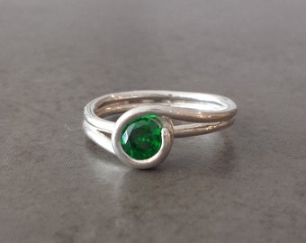 Silver Twist Ring - Emerald Green Cubic Zirconia - Size 7 - May Birthday - Wrapped, Curly, Swirl ring