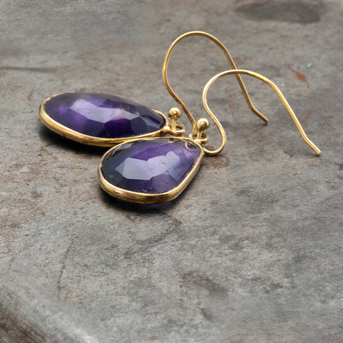 amethyst earrings gold dangle earrings purple drop earrings. Black Bedroom Furniture Sets. Home Design Ideas