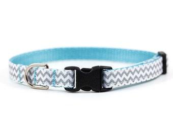 Chevron Collar // Cats & Little Dogs // 3/8 inch width // Breakaway or Standard Buckle // Pattern: Grey Zig Zag Stripes