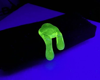Blacklight Reactive Neon Green Brim Drip Hat Pin™