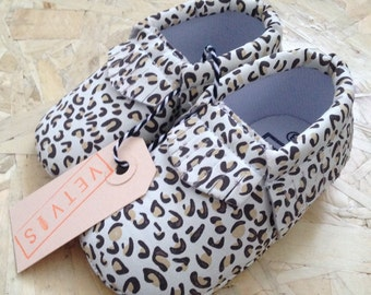 SALE 25% - Babyshoes panther print
