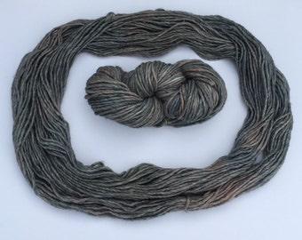 Bulky roving yarn in