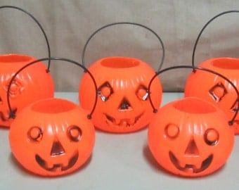 "Lot of 9 Vintage Retro Small Plastic Halloween Jack o Lanterns with handles 4"" Tall and 3-1/4"" Tall"