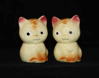 Adorable imprinted kitty salt and pepper shakers