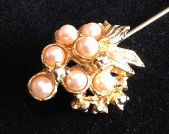 Very Pretty Vintage Hat / Lapel pin.
