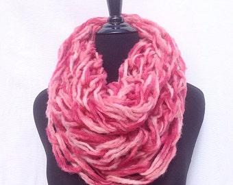 Chunky Infinity Scarf in Shades of Pink