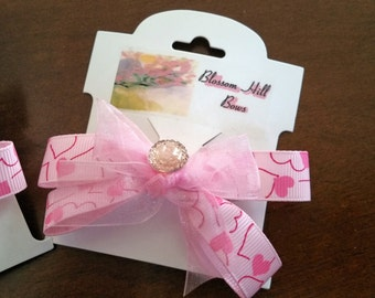 This is a hand crafted pretty pair of pink hair bows