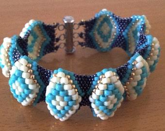 Hills and valleys bracelet