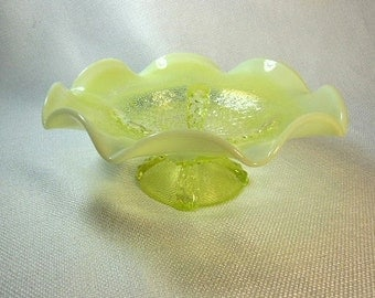 Vintage Fenton Topaz Opalescent Glass Ruffled Pedestal Dish in the Cactus Pattern .  This piece was produced 1959-1960.