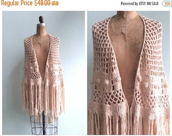 SUMMER SALE // Vintage 1970's Crochet Fringe Shawl | Size OSFA