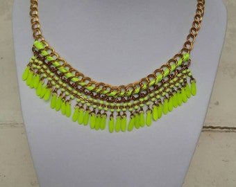 "Neon yellow beaded necklace ""queen of the party"""