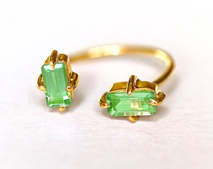 Сhrysolite gold ring Yellow Gold Green stone Natural stone Wedding Engagement open form Gold Womens Delicate jewelry green stone ring