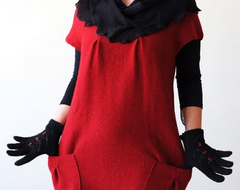 Woolen red tunic with two big pockets