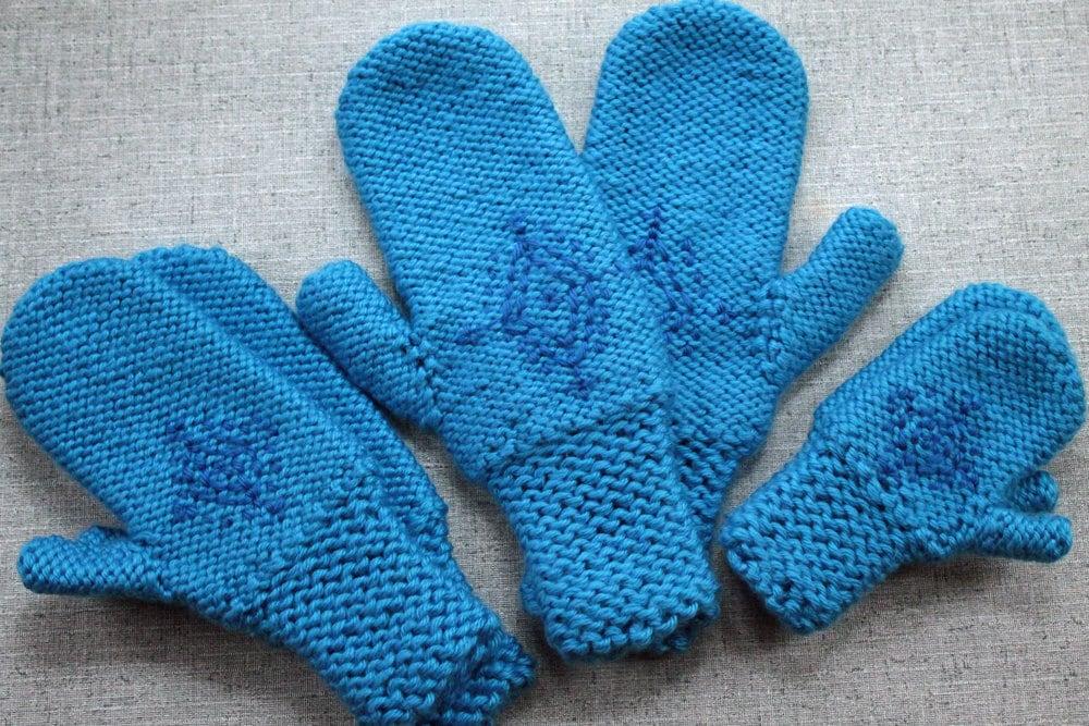 Knitting Pattern: Annas Frozen Mittens by PurlsAndPixels ...