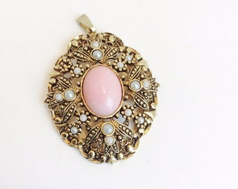Vintage Pink Cabochon Avon Necklace, Pink and Pearl Necklace Pendant, Queen Anne Lace Design Antique Avon Jewelry, Gold Tone with Pearls