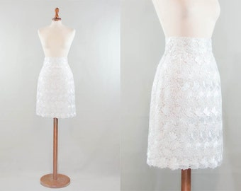 1960s lace skirt / white lace pencil skirt sartorial / pencil vintage sixties skirt / size S