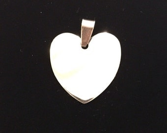 Medium heart pendant with possibility of custom engraving