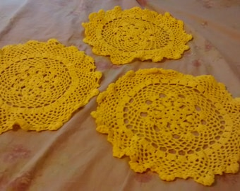 """Set of 3 10"""" Doilies Yellow Crochet Tablecloth Country Cottage Farmhouse Shabby Chic Coffee Table End Dresser"""