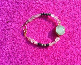 Bracelet with quartz stone.