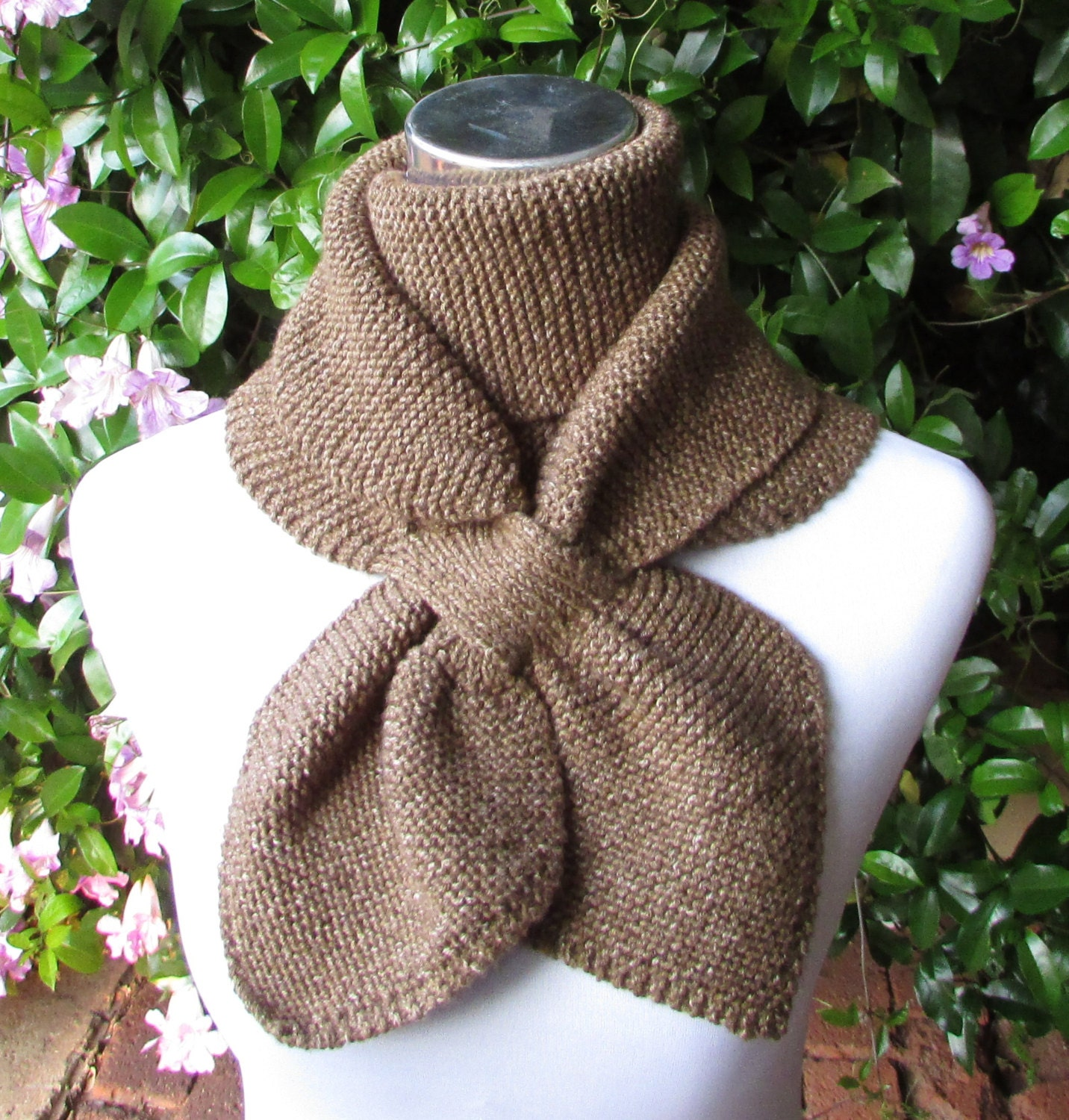 Knitted Keyhole Scarf Pattern : Keyhole Scarf Knitting Pattern Double Loop Keyhole Scarf