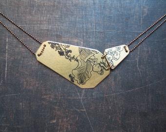 Collier Japan. square contour