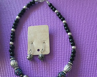 """Beautiful Black and Silver necklace 20"""" With Earrings"""