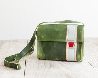 Leather bag of Haeute   green Leatherpurse hand made in Germany