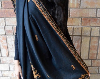 Embroidered shawl (black color)