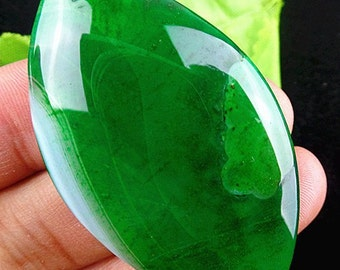 Beautiful Striped Agate pendant marquise shape green color. 57x33x7 mm