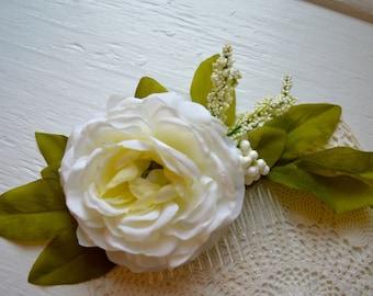 Silk Flower Bridal Hair Comb. Wedding Flower Hair Comb. Wedding Hair Accessory. Bridal Head Piece. Flower Comb. Silk Flower and Greenery.