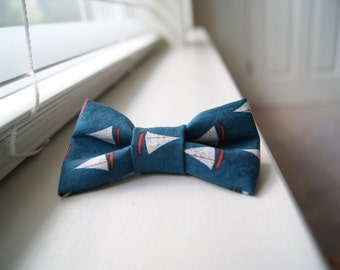 Sailboat Patterned Bow