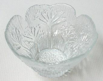 Vintage Mantsalan Lasisepat 'cow parsley' glass candle holder or dessert bowl by Pertti Kallioinen. Finland/Finnish. Clear bark texture