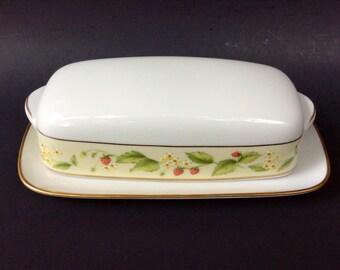 Noritake Contemporary Fine China Noritake Lynbrook 2790/Butter Dish Strawberry and Daisy Motif