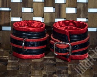 Arm cuffs red - black