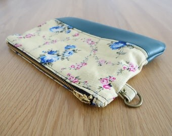 mmoriyo - Handmade Lunch Pouch with Vintage Blue Rose Print