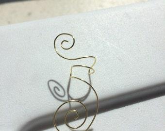Adjustable swirly ear cuff