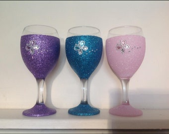 Plain glitter wine glass with matching butterfly