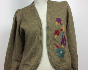Vintage knit cardigan with flowers